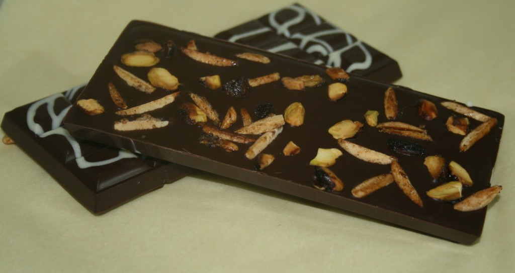 Manjari 64% with nuts
